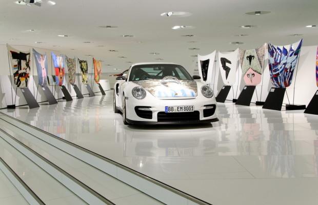 Porsche-Museum zeigt Kunst auf GT2-Fronthauben