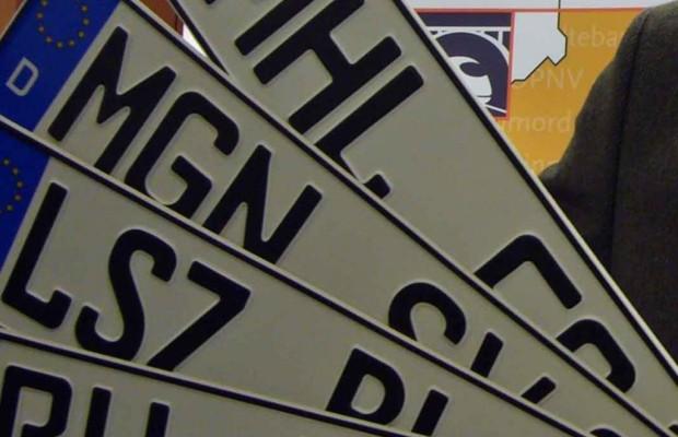 Rote Nummernschilder - Ohne Montage keine Versicherung
