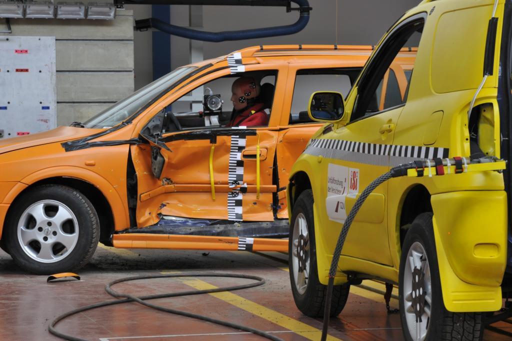 SUV als Unfallgegner in den USA - Weniger tote Pkw-Fahrer bei Crashs mit Offroadern