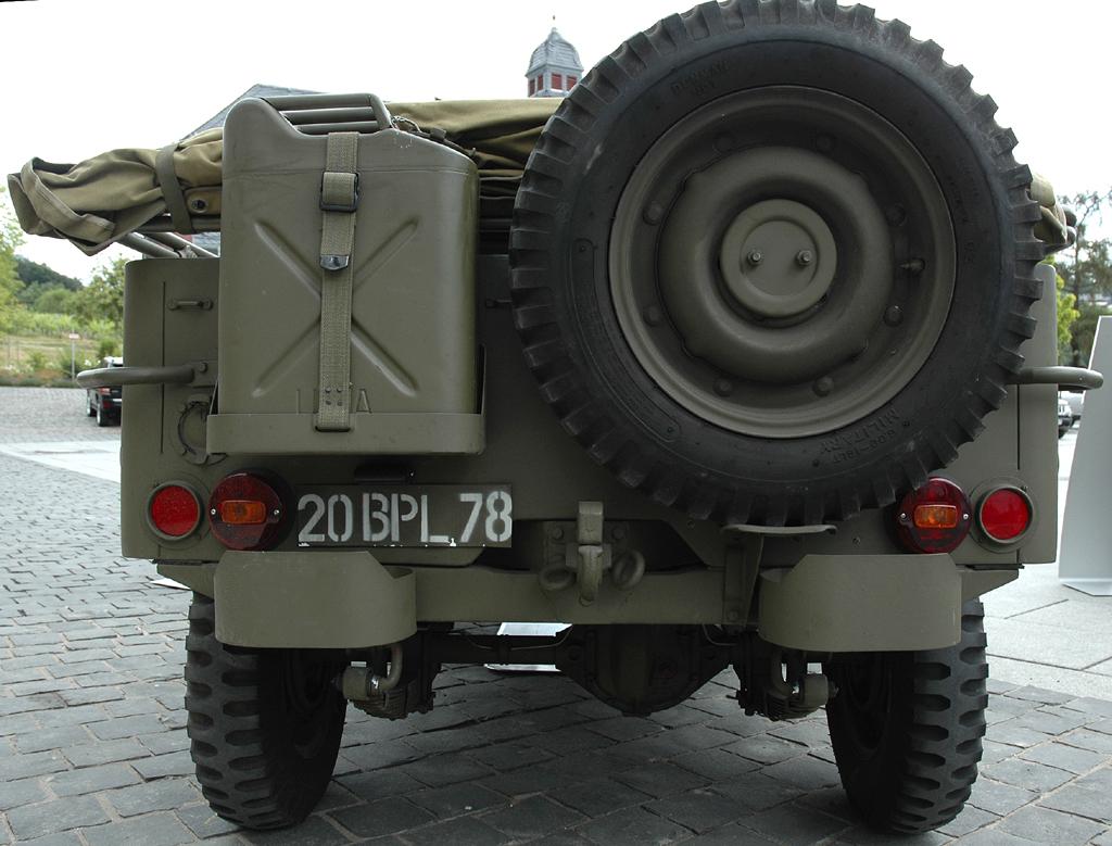 So sieht der Willys MB von hinten aus ...
