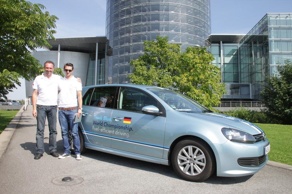 Spritspar-Weltmeisterschaft von Volkswagen: Das deutsche Vater-Sohn-Gespann Hans und Felix Stadler aus Freising kam am Ende auf Platz 4.