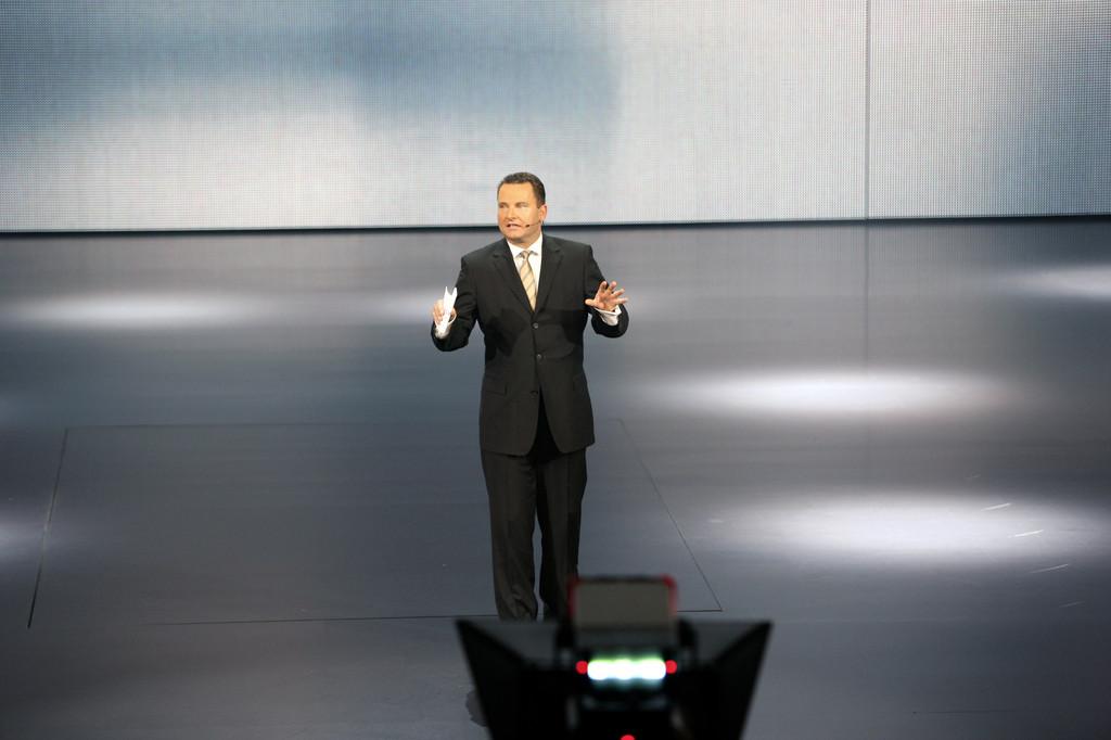 Stephan Grühsem, Leiter der Volkswagen-Konzernkommunikation, bei der VW-Vorabendversanstaltung