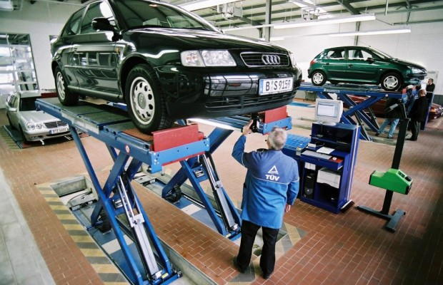TÜV Rheinland prüft und schätzt Oldtimer in Frankfurt