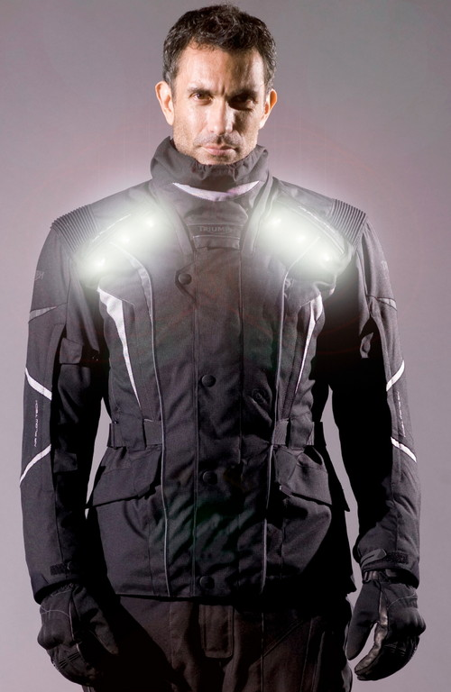 Triumph bietet Motorradjacke mit LED
