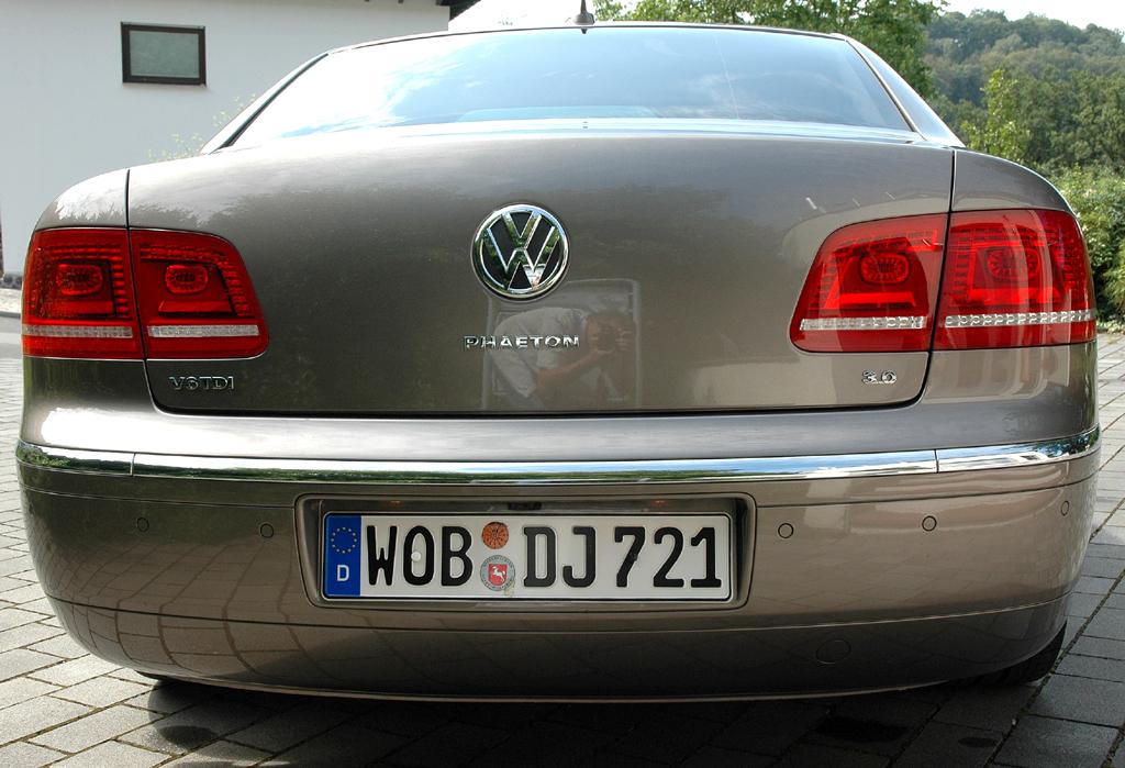 VW Phaeton: Blick auf die Heckpartie.