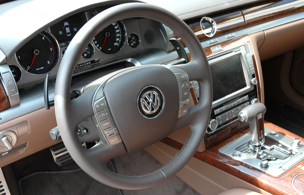 VW Phaeton: Blick ins noble Interieur.