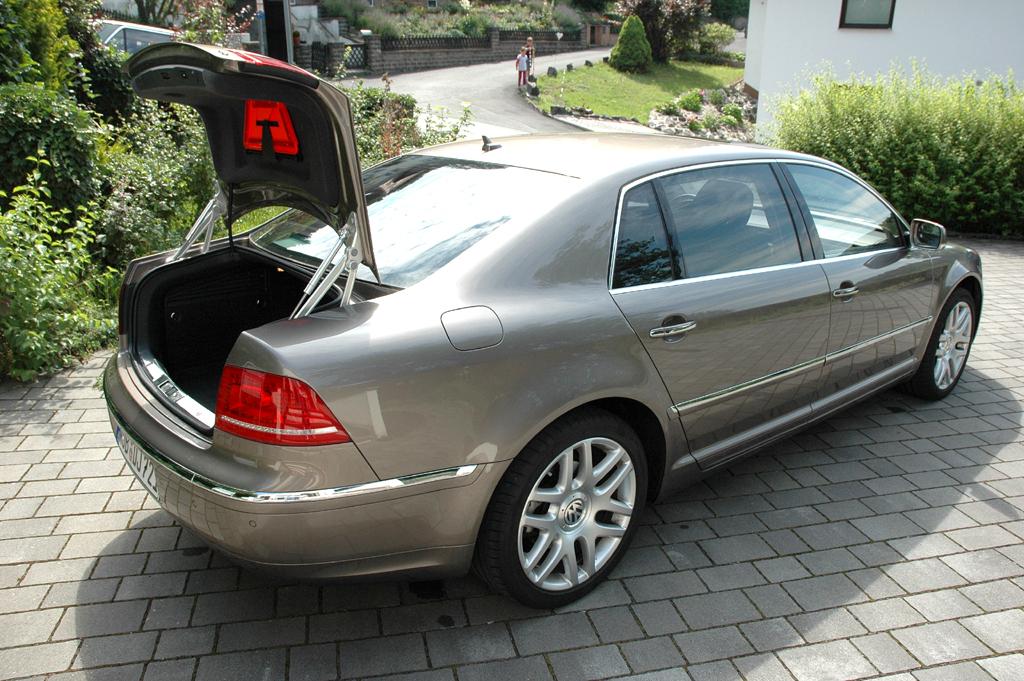 VW Phaeton: Ins Gepäckabteil passen 500 Liter hinein.