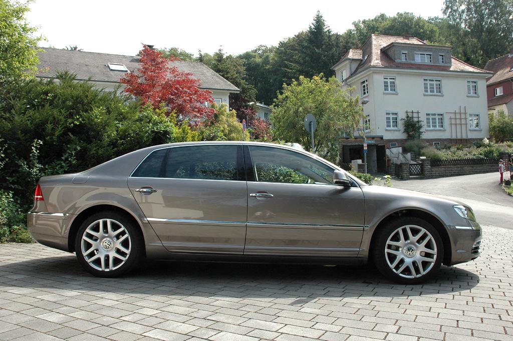 VW Phaeton: Und so sieht die rund 5,2 Meter lange Stretchversion von der Seite aus.