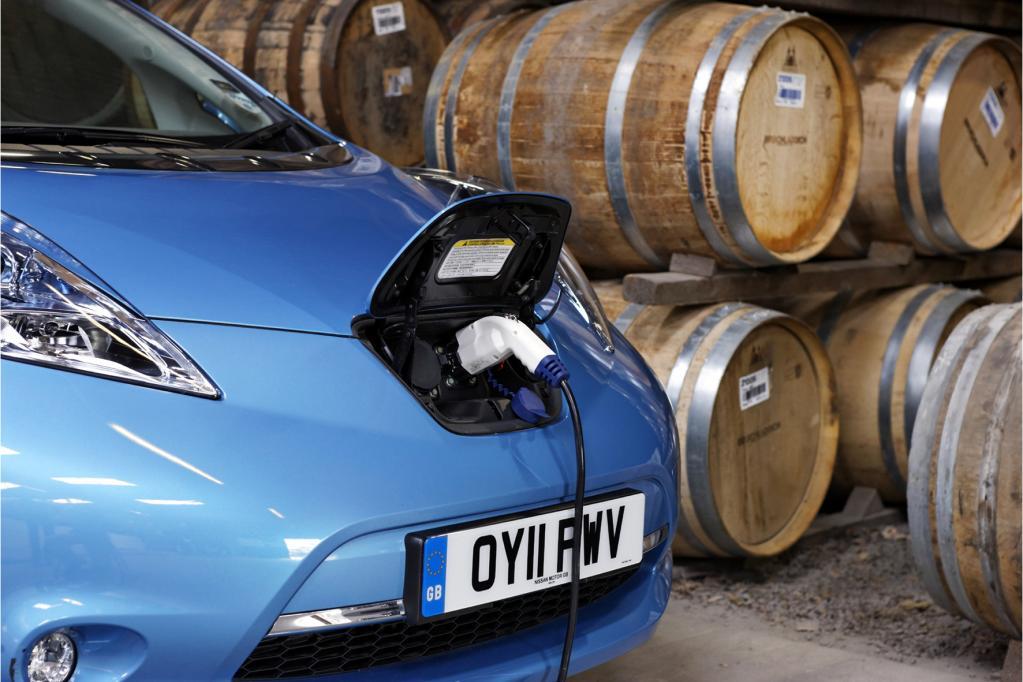 Whisky und Nissan Leaf? Das passt auf der schottischen Insel Islay prima zusammen.