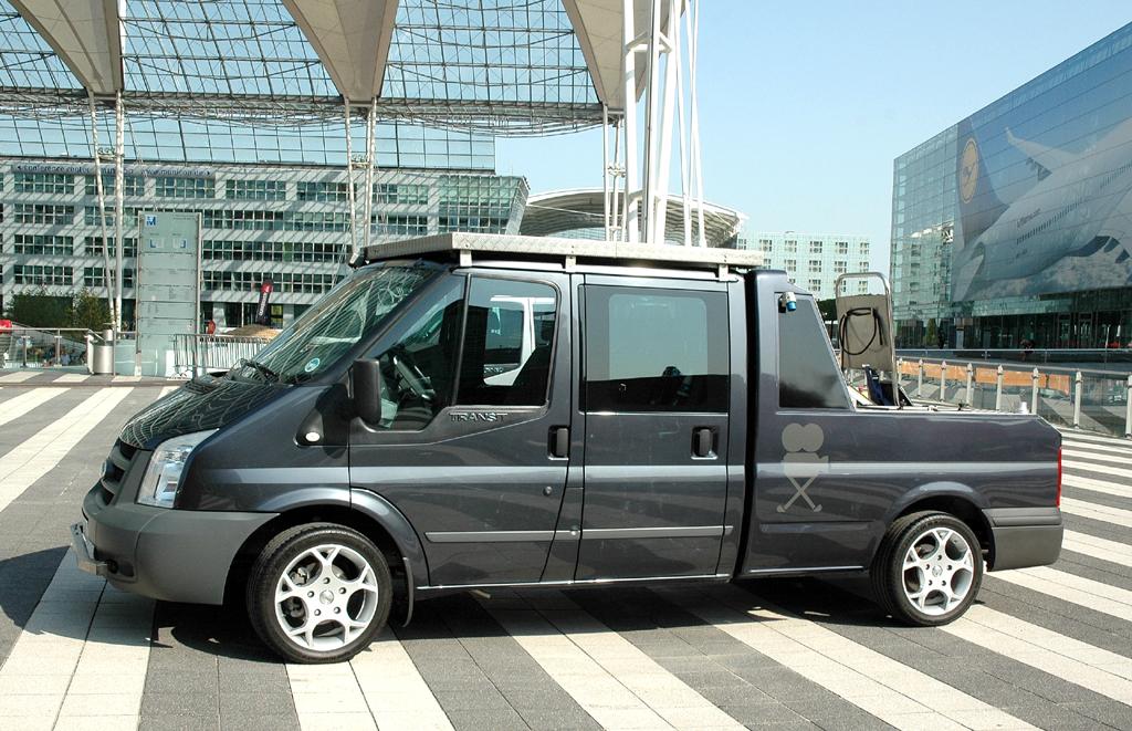 Zur umfangreichen Ford-Transit-Modellpalette gehören auch Varianten mit unterschiedlichen Aufbauten.