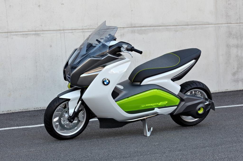 Zwei statt vier - BMW zeigt unter anderem einen Elektroroller