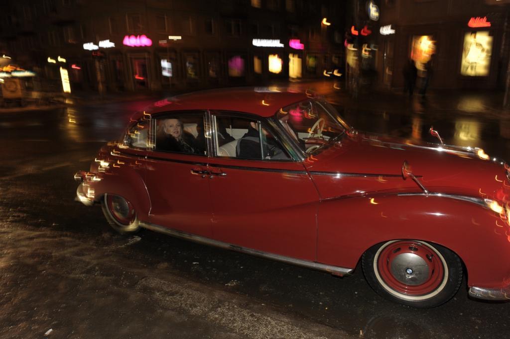 Auch im Nachtleben war der BMW aktiv