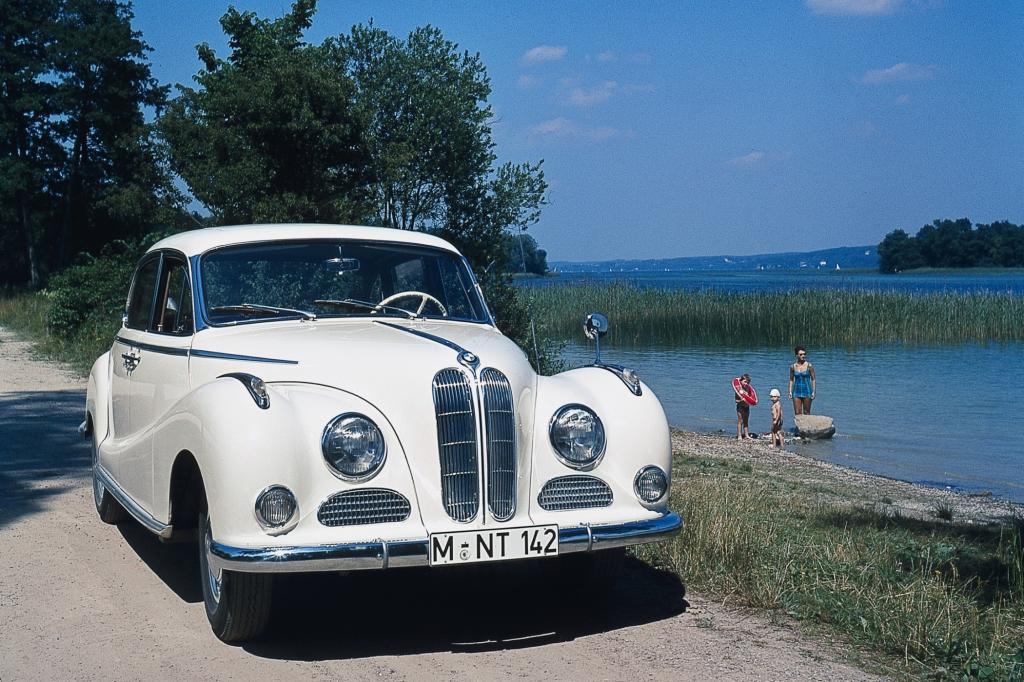 Auf dem Genfer Salon debütiert der BMW 502 mit dem ersten europäischen V8-Leichtmetallmoto