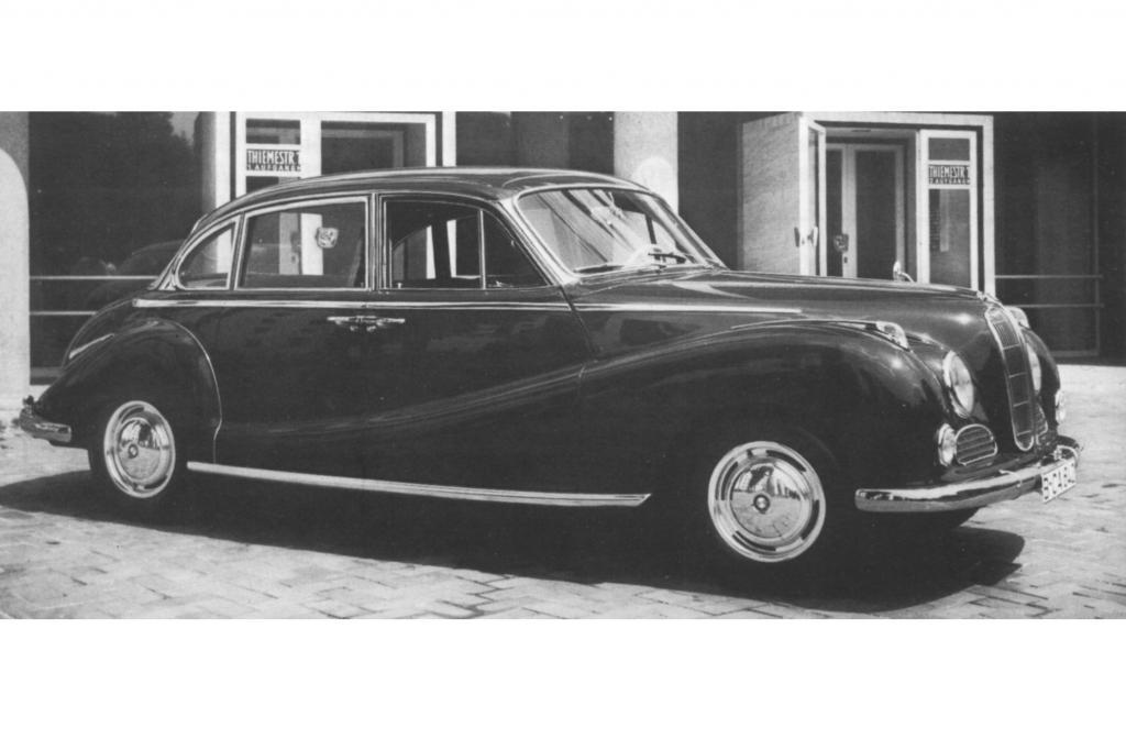 Auf dem Genfer Salon debütiert der BMW 502 mit dem ersten europäischen V8-Leichtmetallmotor.