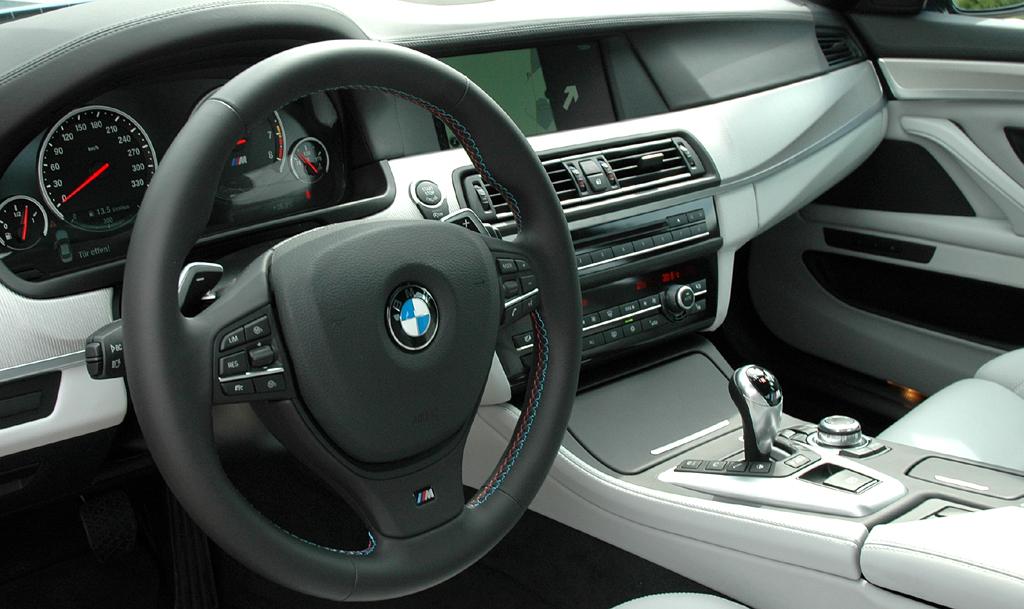 BMW M5: Im Inneren geht es genauso sportlich wie luxuriös zu.