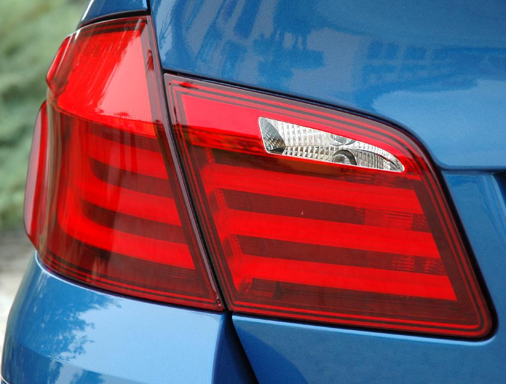 BMW M5: Moderne Leuchteinheit hinten.