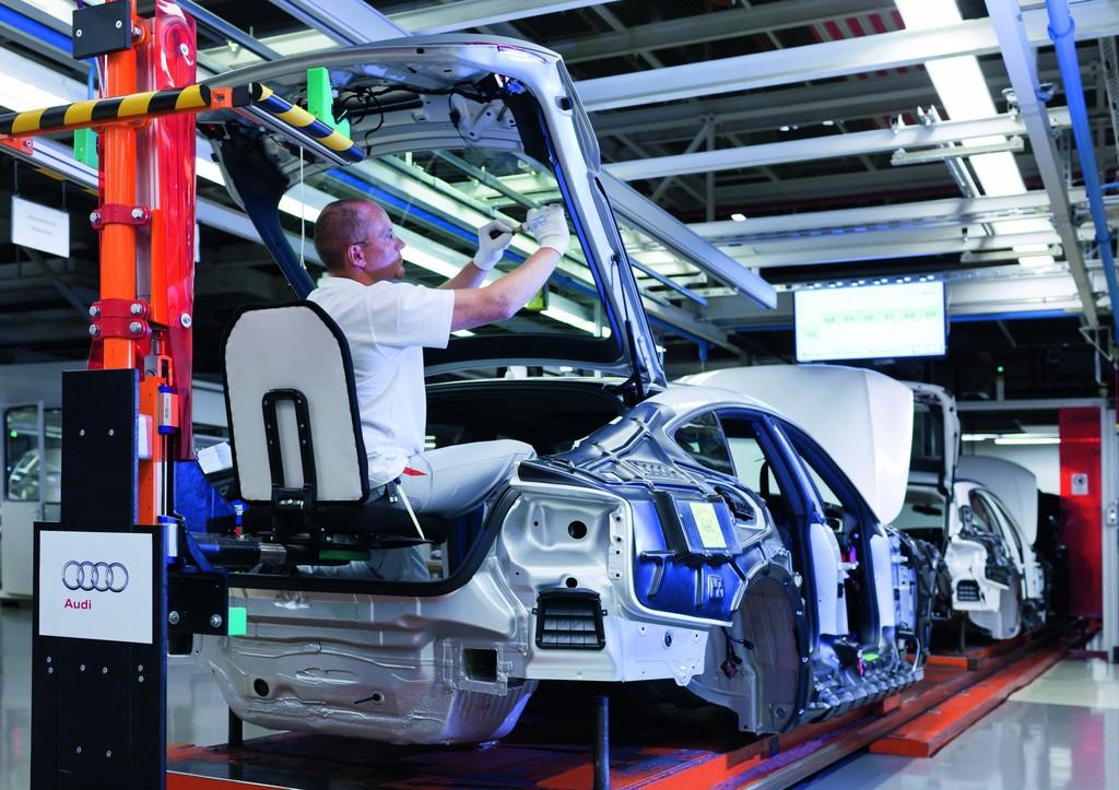 Bayerns Arbeitsministerin besucht Audi-Werk Ingolstadt