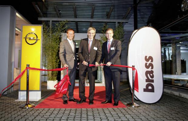 Brass eröffnet Opel-Autohaus in Frankfurt
