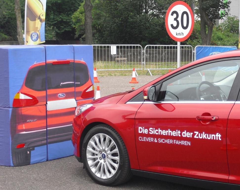 Das Active-City-Stop-System ist wie das von Volvo bis Tempo 30 aktiv.