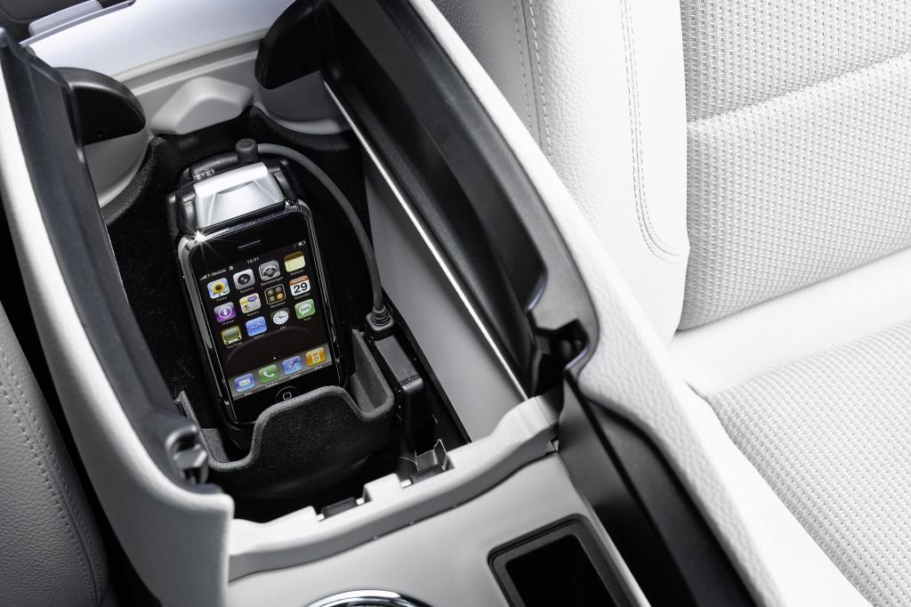 Das Handy nimmt im Auto immer mehr eine bedeutende Rolle ein