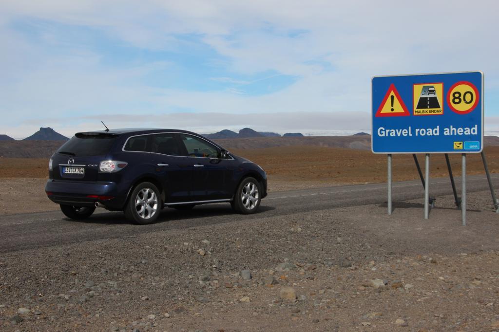 Der Großteil des isländischen Straßen ist mit Schotter gedeckt