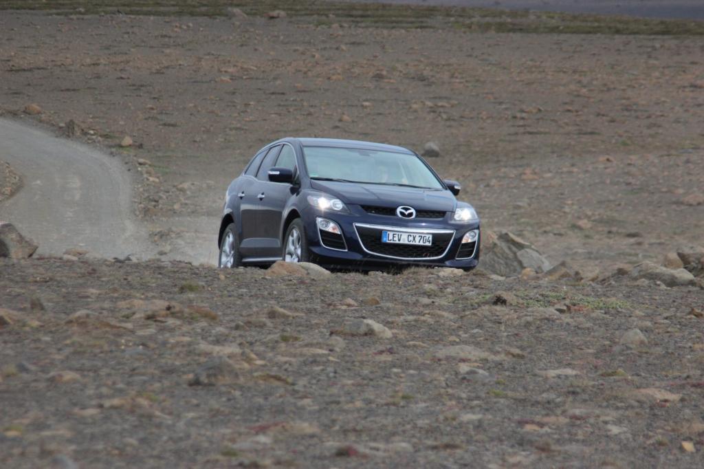 Der Mazda schlägt sich wacker, obwoh er kein richtiger Geländewagen ist