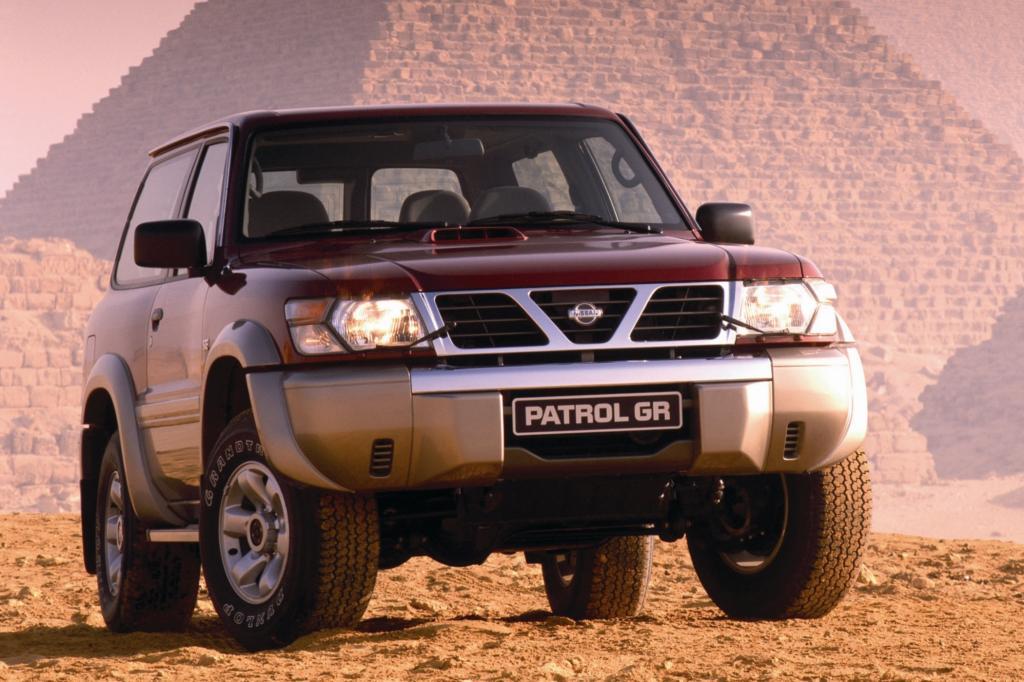 Der Nissan Patrol vor den Pyramiden