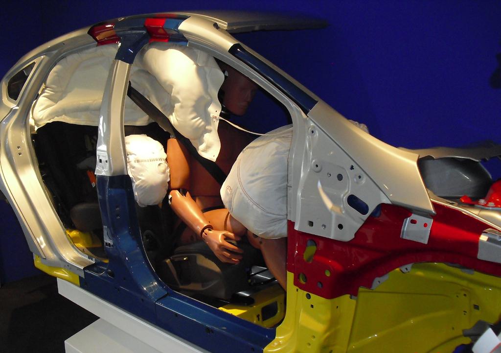 Front-, Seiten- und Fensterairbags erhöhen den Insassenschutz.