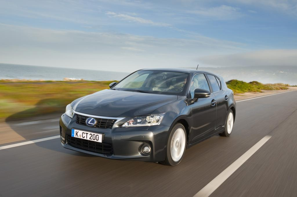 Kleiner SUV von Lexus - Hybrid im Offroad-Modus
