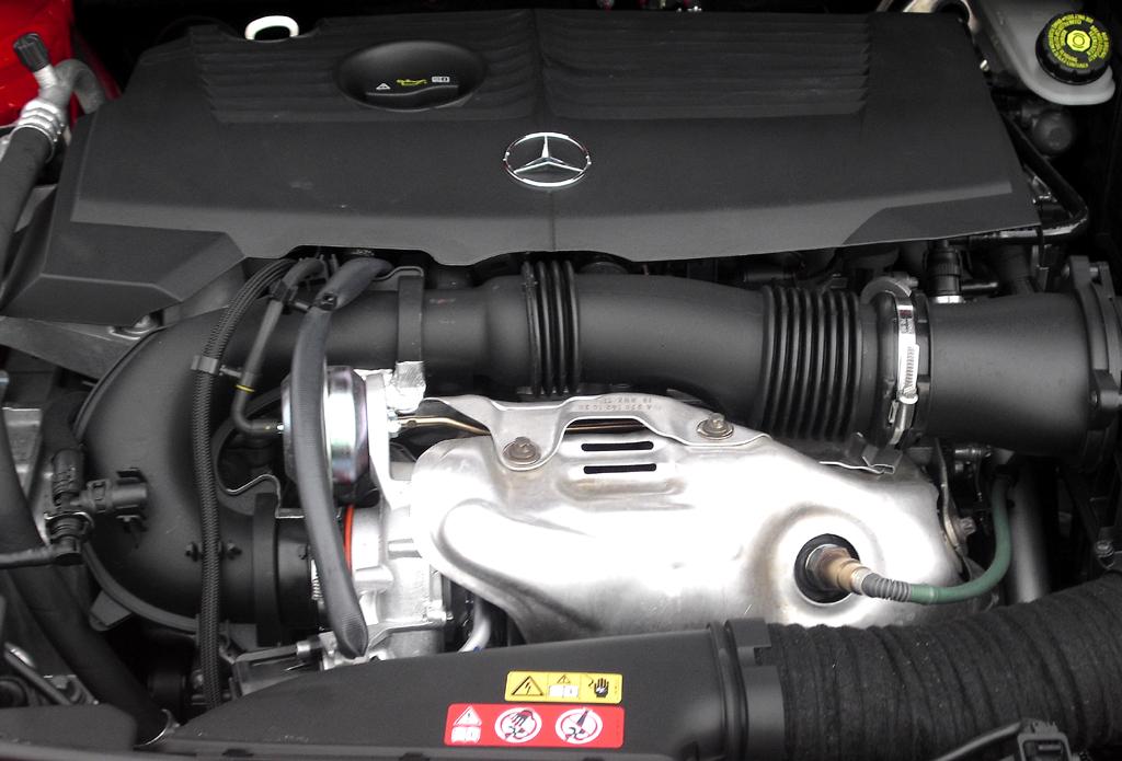 Mercedes B-Klasse: Blick unter die Motorhaube.