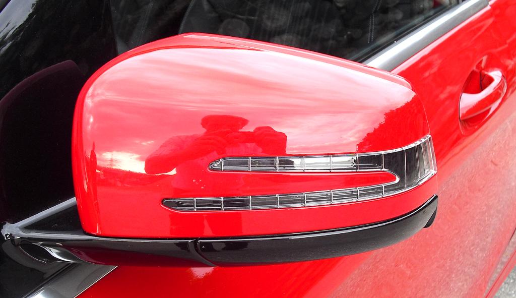 Mercedes B-Klasse: In die Außenspiegel sind Blinkleisten integriert.