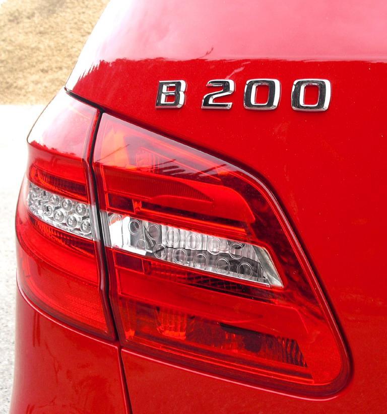 Mercedes B-Klasse: Moderne Leuchteinheit hinten mit Modellschriftzug.