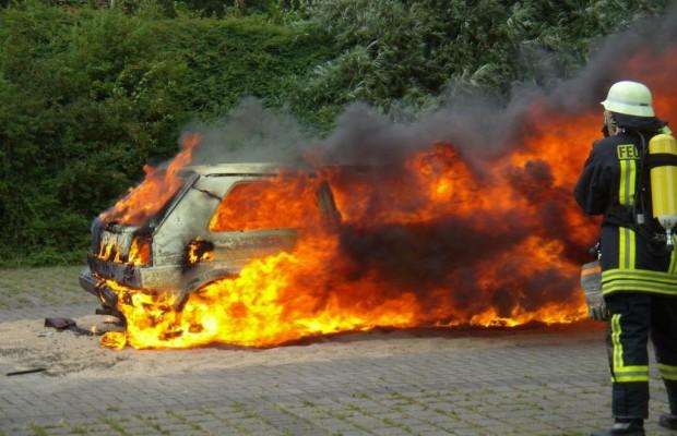 Mit dem brennenden Auto verbrennt Geld