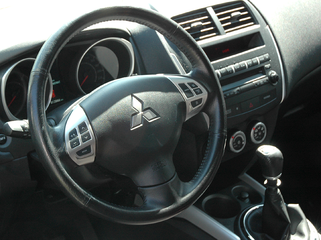 Mitsubishi ASX: Blick ins funktionelll gestaltete Cockpit.