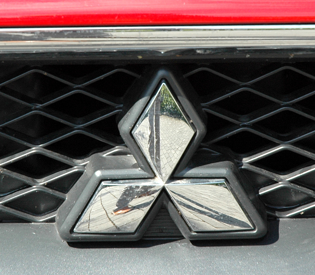 Mitsubishi ASX: Das Markenlogo sitzt vorn im oberen Teil des Kühlergrills.