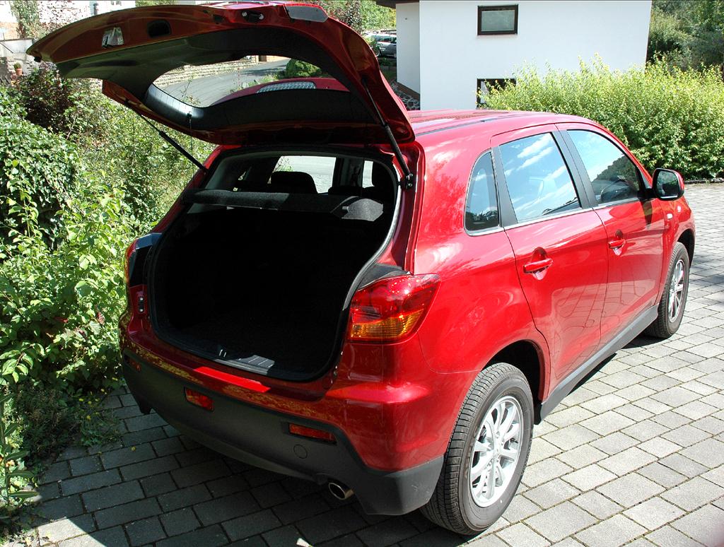 Mitsubishi ASX: Ins Gepäckabteil passen über 400 bis fast 1220 Liter hinein.