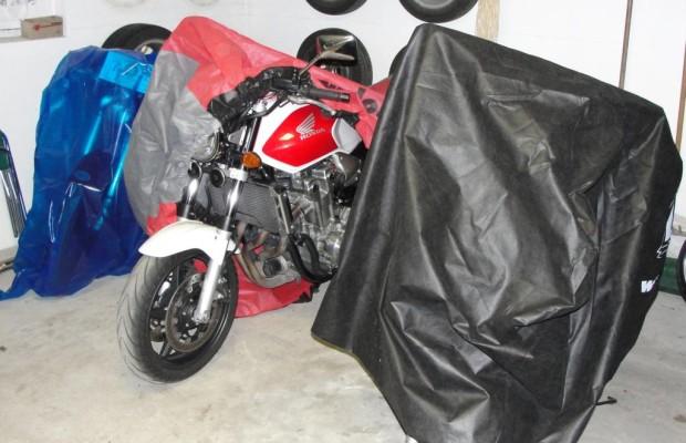Motorrad für den Winterschlaf vorbereiten