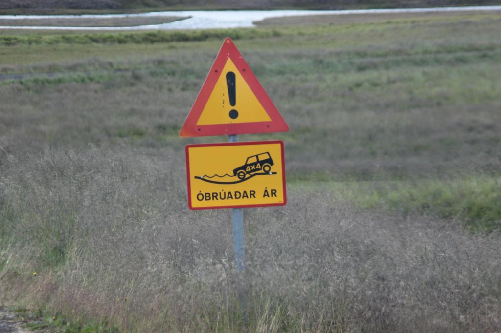Nicht selten trifft der Autofahrer im Inneren Islands auf solch ein Zeichen