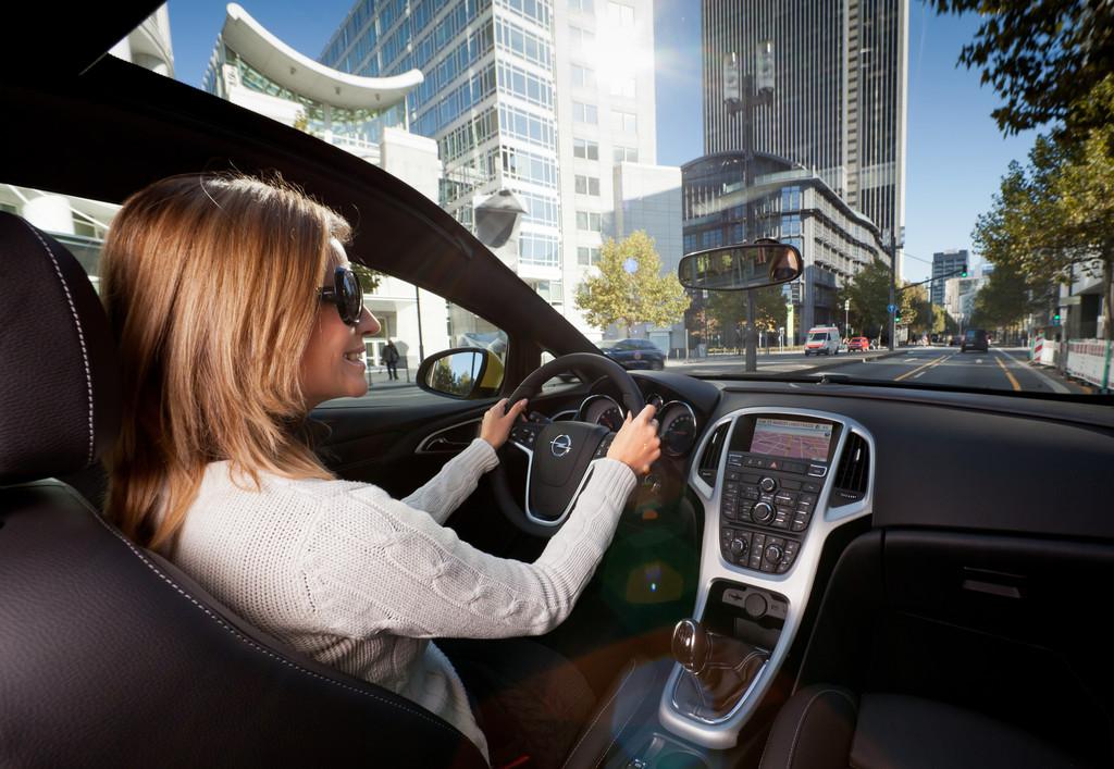 Opel Astra GTC mit Panoramadach.