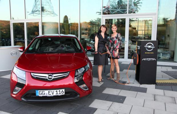 Opel präsentiert den Ampera zum Tag der deutschen Einheit