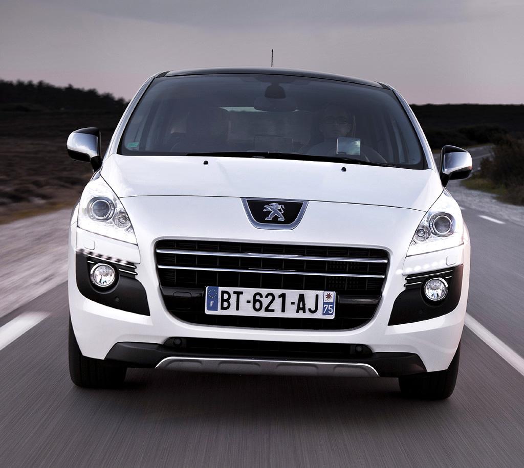 Peugeot 3008 Hybrid4: Blick auf die Frontpartie.