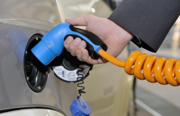 Stahlband im Reifen vereinfacht Laden von E-Autos