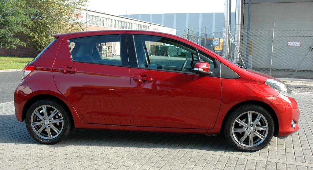 Toyota Yaris: Und so sieht das kleine Stadtauto von der Seite aus.