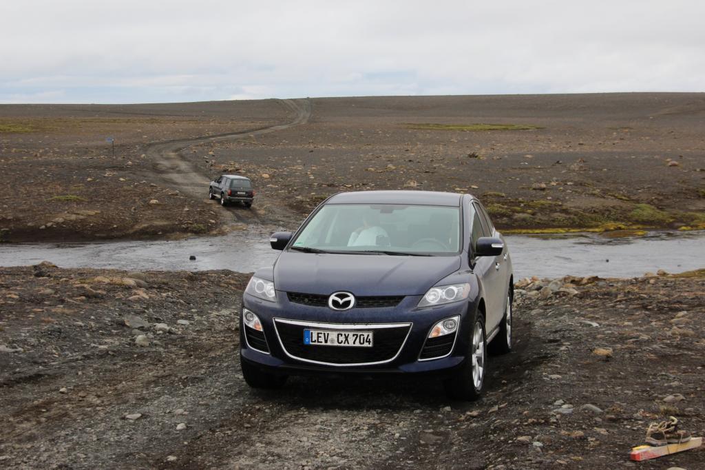 Und auch der Mazda CX-7 passiert die Stelle