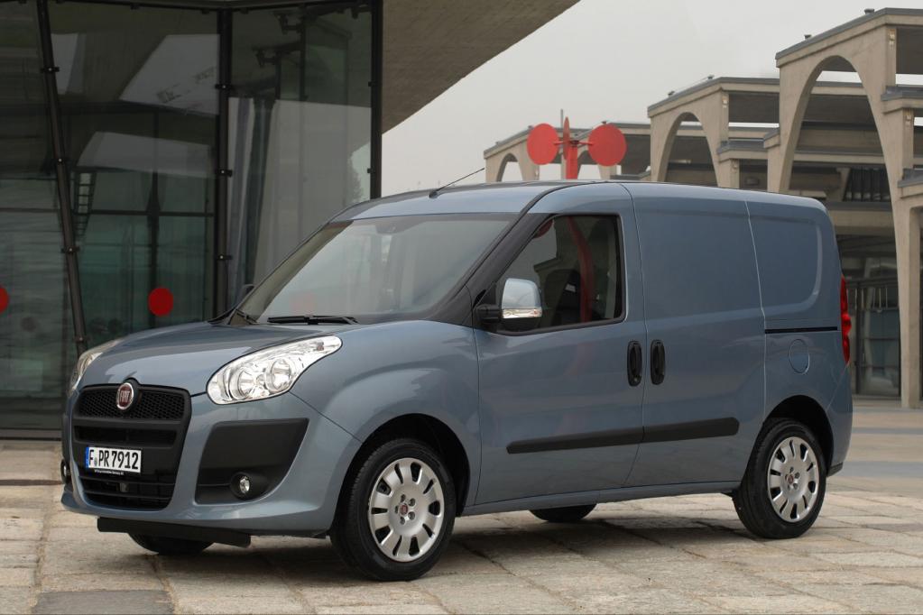 Vom kleinen Fiat Doblo Cargo gibt es nun auch einen Pritschenwagen-Variante.