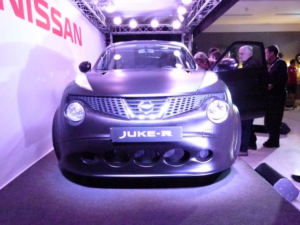 Weltpremiere Nissan Juke-R - Schwarzer Kugelblitz mit 480 PS