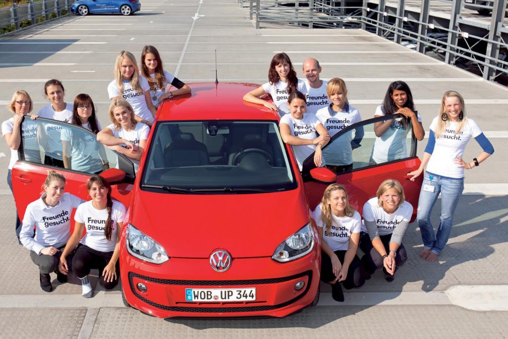 Weltrekord - 16 Leute im VW Up