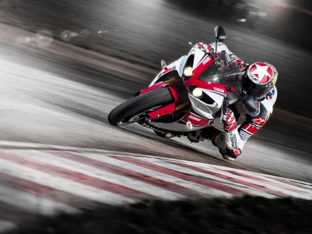 Yamaha YZF-R1 WGP 50th Anniversary, die exklusive Farbgebung der Limited Edition ist der siegreichen MotoGP-Maschine von Assen nachempfunden.