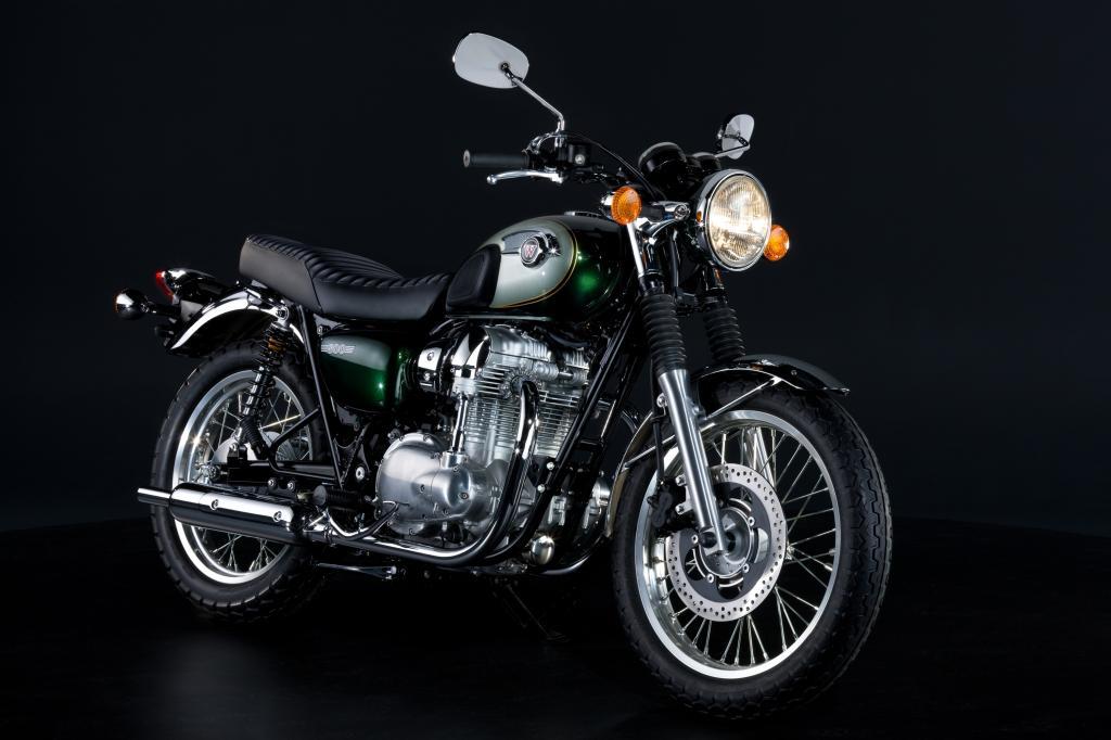 Zwei Zylinder, hübsch verpackt: Kawasakis W800 erinnert äußerlich an klassische englische Bikes aus den 1960er Jahren.