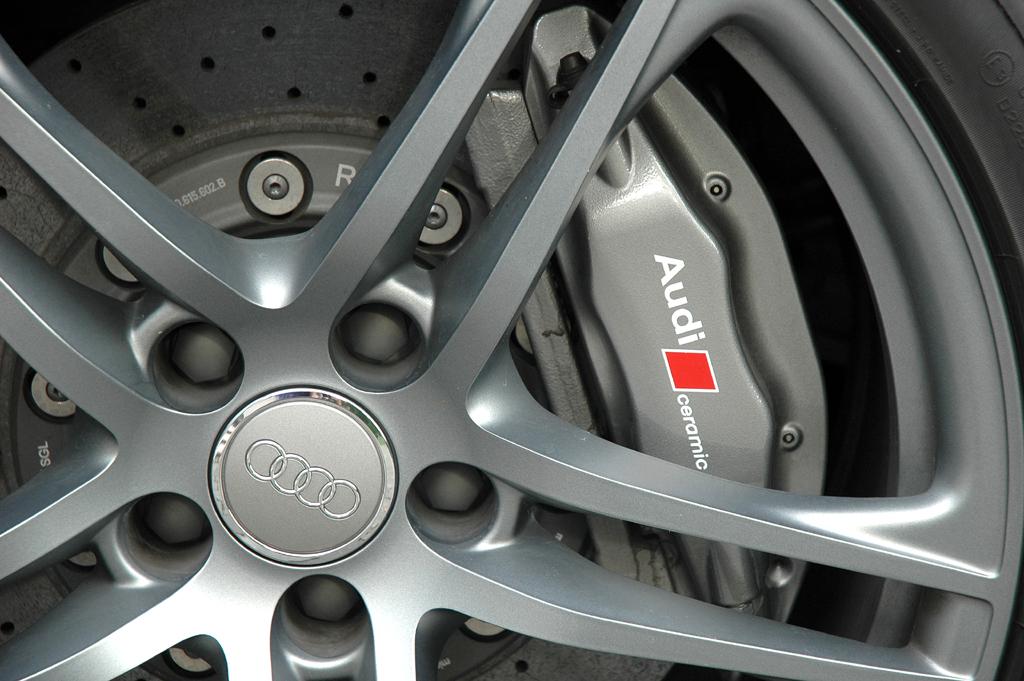 Audi R8 Spyder: Die Keramikbremsanlage ist etwa so teuer wie ein neuer Kleinwagen.